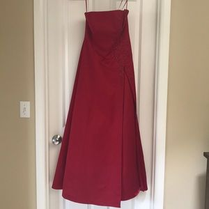 Long red prom/homecoming dress